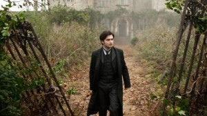 """The Woman In Black"" Elicits Eerie Thrills with a Classic Ghost Tale"