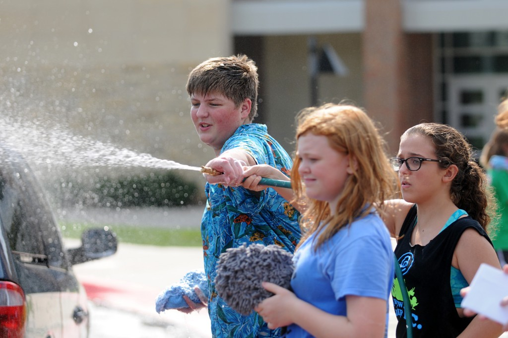 Will Simpson washes a car with the help of Emily Tilden and Katie Sgroi. Photo by Marisa Walton