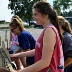 Sophomores Katie Hise and Ally Huffman help build the Holes volleyball float. Photo by Diana Percy